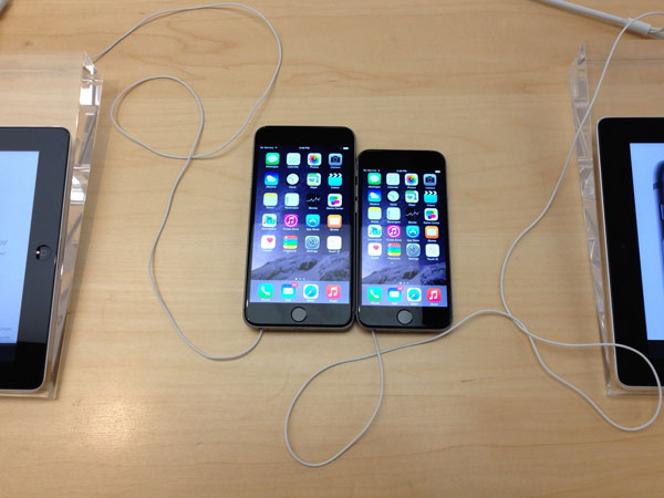 iPhone 6 Plus next to iPhone 6